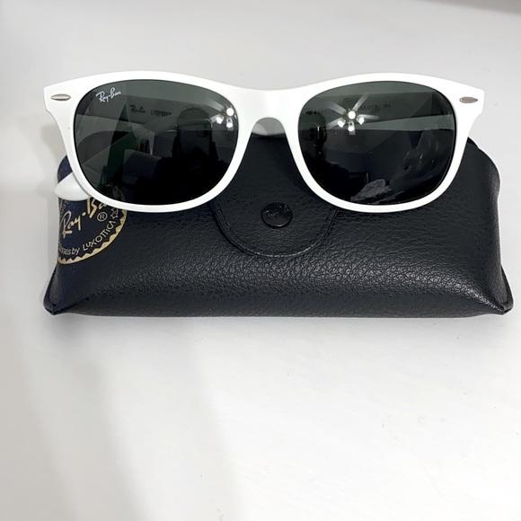 Ray Ban New Wayfarer Unisex Lifeforce Sunglasses